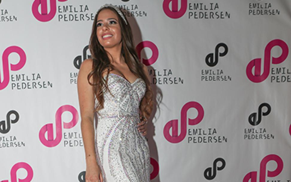 "Confirmada no ""Notable Brazilian Award"", Emília Pedersen é destaque no ""Castelo de Caras"""